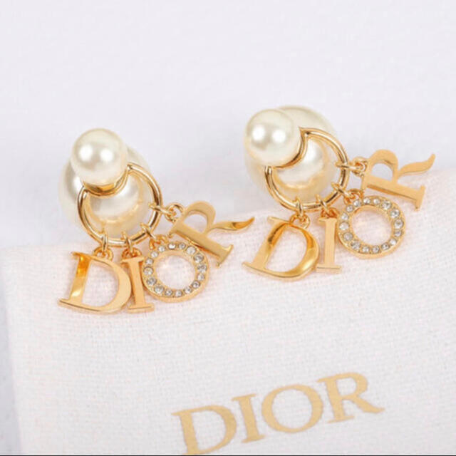 Dior(ディオール)のDIOR パールピアス ロゴ レディースのアクセサリー(ピアス)の商品写真