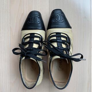 シャネル(CHANEL)のシャネル 靴 22.5   新宿伊勢丹で購入品 牛革(ローファー/革靴)