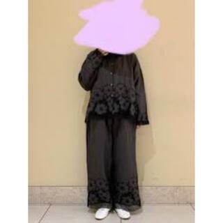 サマンサモスモス(SM2)のツハル 花柄メッシュ刺繍パンツ(カジュアルパンツ)
