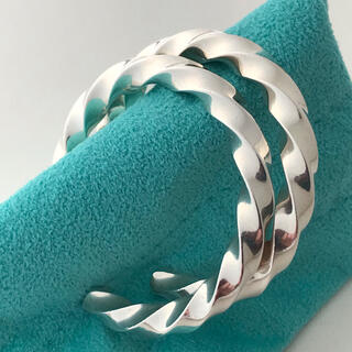 Tiffany & Co. - Tiffany ボリュームツイストエッジ フープ  ピアス 希少美品