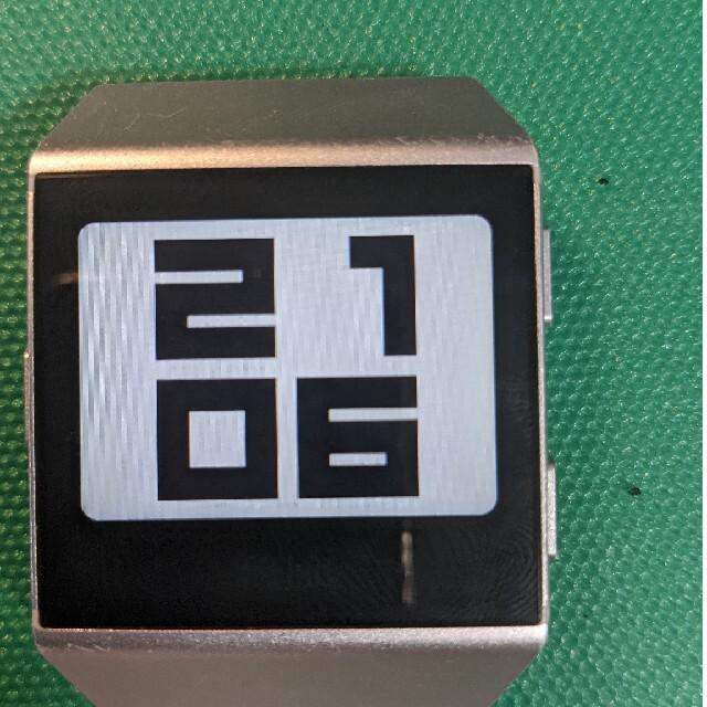 adidas(アディダス)のFitbit ionic adidas edition メンズの時計(腕時計(デジタル))の商品写真
