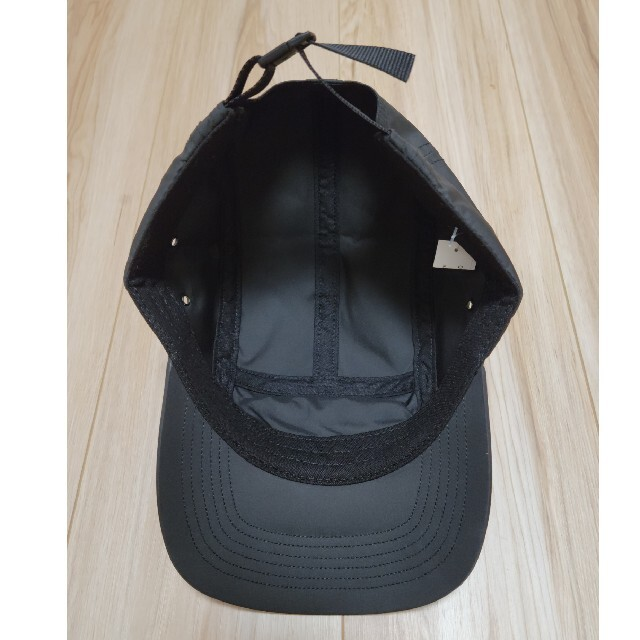 Supreme(シュプリーム)のシュプリーム Inset Logo Camp Cap 黒 One Size メンズの帽子(キャップ)の商品写真