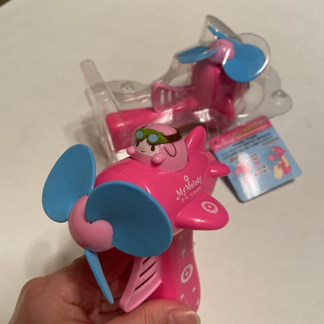サンリオ(サンリオ)の新品未使用 マイメロディ 飛行機がた手動ハンディファン 扇風機 エンタメ/ホビーのおもちゃ/ぬいぐるみ(キャラクターグッズ)の商品写真