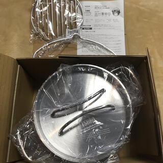 【燕三条製】TSBBQ ライトステンレス ダッチオーブン 8インチと底網のセット(調理器具)