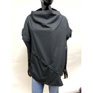 ガリャルダガランテ(GALLARDA GALANTE)の新品 変形ブラウス ボタンデザインシャツ 黒シャツ ボトルネック ☆(シャツ/ブラウス(半袖/袖なし))