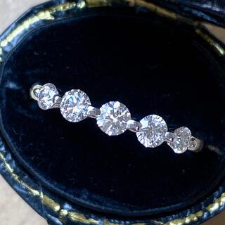 K18WG  5粒ダイヤモンド デザインリング 0.45ct