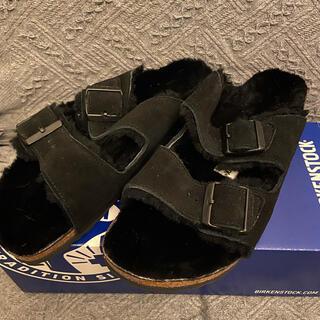 ビルケンシュトック(BIRKENSTOCK)のビルケンシュトック アリゾナ ファーサンダル ブラック 39 未使用新品(サンダル)