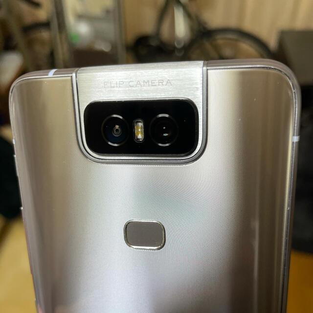 ASUS(エイスース)のZenFone6 トワイライトシルバー 6GB/128GB SIMフリー スマホ/家電/カメラのスマートフォン/携帯電話(スマートフォン本体)の商品写真