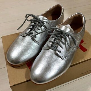 フィットフロップ(fitflop)のfitflop フィットフロップ ADEOLA レザー シルバー 24cm 新品(ローファー/革靴)