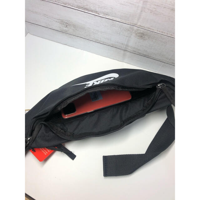 NIKE(ナイキ)のNIKE ウエストポーチ ボディーバック レディースのバッグ(ボディバッグ/ウエストポーチ)の商品写真