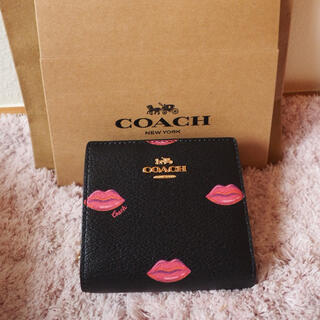 コーチ(COACH)の【決算大セール】COACHの折財布☆ブラック×リップ 新品 人気商品❣️(財布)