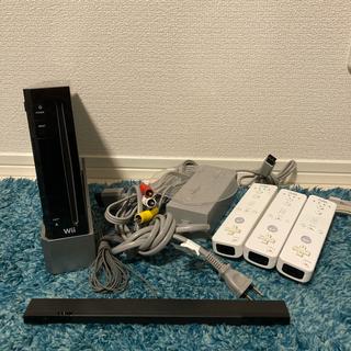 ウィー(Wii)のWii 本体 リモコン 付属品 ブラック ホワイト(家庭用ゲーム機本体)
