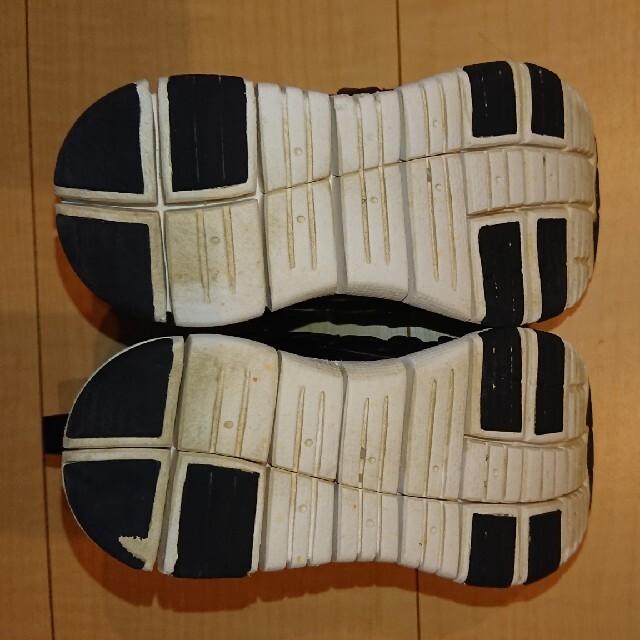 NIKE(ナイキ)のナイキ ダイナモフリー キッズ/ベビー/マタニティのキッズ靴/シューズ(15cm~)(スニーカー)の商品写真