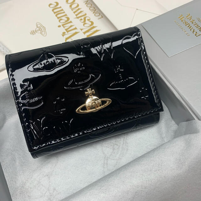 Vivienne Westwood(ヴィヴィアンウエストウッド)の新品‼️ ヴィヴィアンウエストウッドVivienneエナメル3つ折り財布ブラック レディースのファッション小物(財布)の商品写真