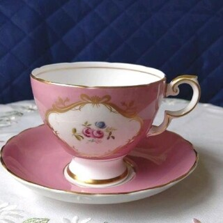 ❇️エレガント!超美品!スージークーパー、ピンクと小花柄、金彩のカップ&ソーサー