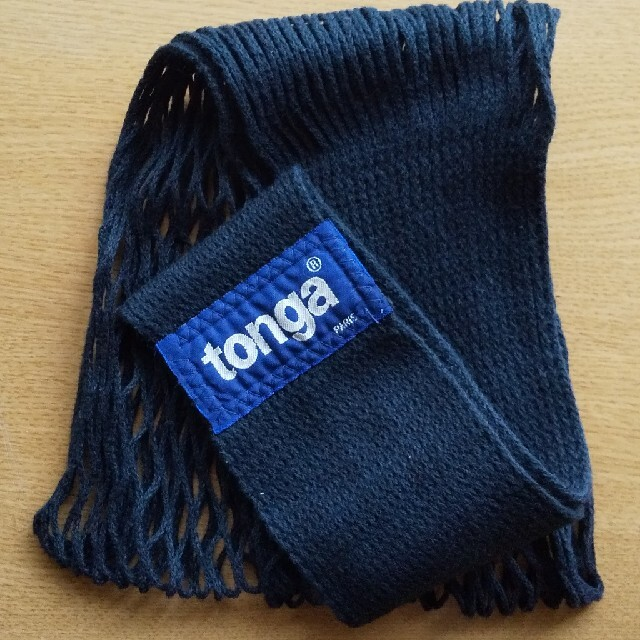 tonga(トンガ)のTonga  ベビーホルダー 黒 M スリング キッズ/ベビー/マタニティの外出/移動用品(抱っこひも/おんぶひも)の商品写真