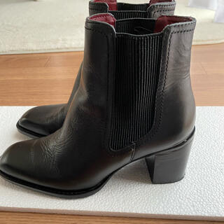 ザラ(ZARA)のレザーサイドゴアショートブーツ(ブーツ)