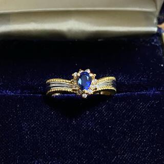 ジュエリーツツミ(JEWELRY TSUTSUMI)のk18×pt900 ダイヤモンドとブルーサファイア V字リング(リング(指輪))