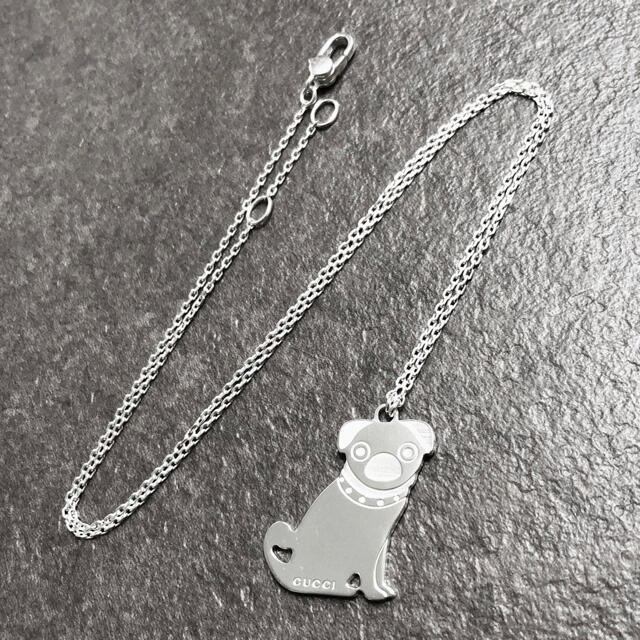 Gucci(グッチ)の正規品 グッチ ネックレス グッチョリ オリバー パグ 犬 シルバー ドッグ 銀 レディースのアクセサリー(ネックレス)の商品写真