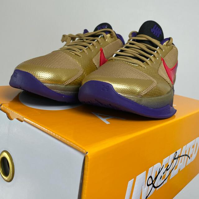 NIKE(ナイキ)のNIKE KOBE × undefeated メンズの靴/シューズ(スニーカー)の商品写真