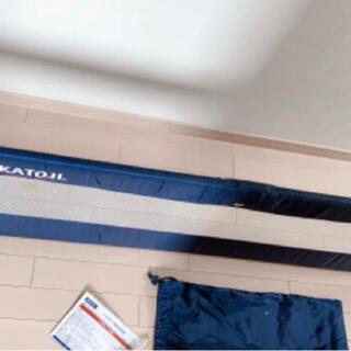 カトージ(KATOJI)のKATOJIポータブルベッドガード 130cm(ベビーフェンス/ゲート)