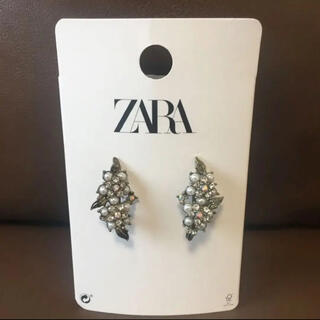 ザラ(ZARA)の【新品】ZARA 石原さとみ着用 フラワービジューピアス イヤーカフ 完売品(ピアス)