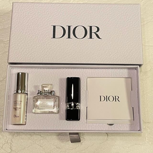 Dior(ディオール)のDior バースデーギフト 2021 エンタメ/ホビーのコレクション(ノベルティグッズ)の商品写真