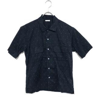 ジーユー(GU)の[未使用品] GU 三角ドット デザインシャツ Sサイズ(シャツ)