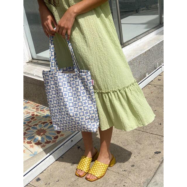 EDIT.FOR LULU(エディットフォールル)のLisa Says Gah  ブルー デイジーチェック デニムトート レディースのバッグ(トートバッグ)の商品写真