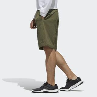 アディダス(adidas)の定5489円!高性能速乾モデル!アディダスシアサッカー新品ストレッチショーツ(ショートパンツ)