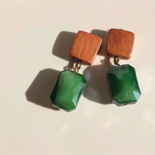 ザラ(ZARA)の029  ウッド  長方形ミニ 森グリーン 緑 ピアス イヤリング ハンドメイド(ピアス)
