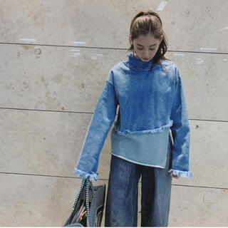 アメリヴィンテージ(Ameri VINTAGE)の新木優子着用❤︎ DENIM SWEAT DOCKING TOP (トレーナー/スウェット)