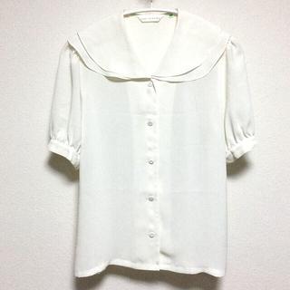 おおきな襟のホワイトブラウス(シャツ/ブラウス(半袖/袖なし))