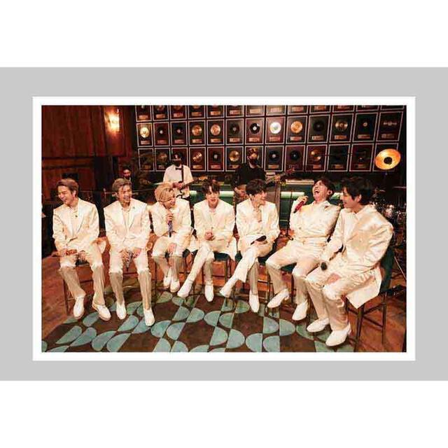 防弾少年団(BTS)(ボウダンショウネンダン)のTHE FACT BTS PHOTO BOOK WE REMEMBER 写真集 エンタメ/ホビーのタレントグッズ(アイドルグッズ)の商品写真