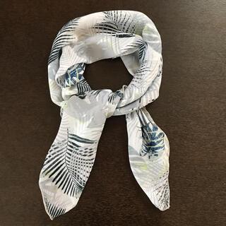 ムルーア(MURUA)の【新品】MURUA ボタニカル柄シフォンスカーフ(バンダナ/スカーフ)