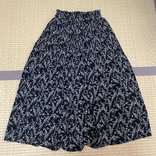 シマムラ(しまむら)のロング フレアスカート 小花柄 黒 ブラック(ロングスカート)
