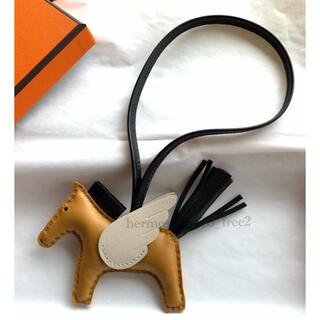 エルメス(Hermes)の新品未使用 エルメス ペガサス ロデオチャームpm セサミ×黒×ナタ(バッグチャーム)