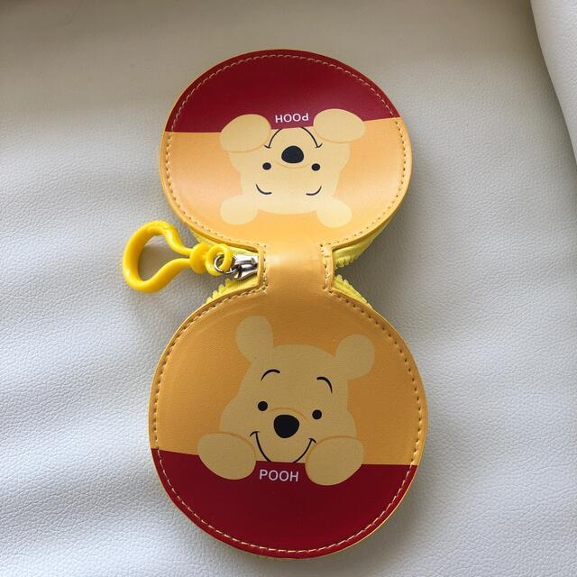 Disney(ディズニー)の【送料無料】くまのプーさん ポーチ エンタメ/ホビーのおもちゃ/ぬいぐるみ(キャラクターグッズ)の商品写真