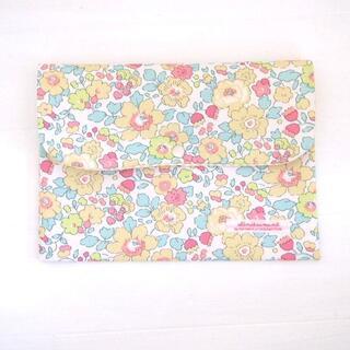 リバティ 母子手帳ケース ベッツィ/ライム B6サイズ マルチケース(母子手帳ケース)