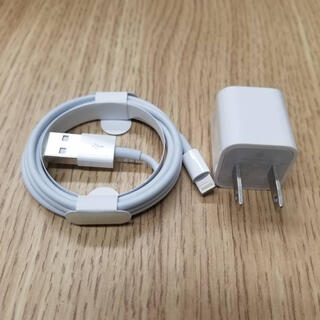 アップル(Apple)のApple ライトニングケーブル 純正品 シリアル有(バッテリー/充電器)