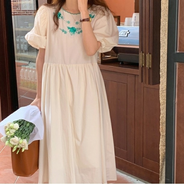 花刺繍 ぽわん袖 ワンピース      517 レディースのワンピース(ひざ丈ワンピース)の商品写真