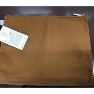 新品未使用タグ付き フラットポーチ(クラッチバッグ)