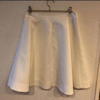 ノーブル(Noble)のほぼ未使用 光沢ありノーブル白のフレアスカート(ひざ丈スカート)