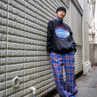 PARAGRAPH SWEAT BLACK+CHECKPANTS BLUE