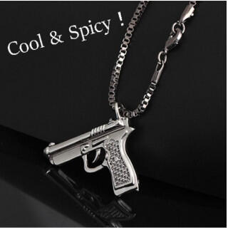 ピストルモチーフ ペンダント 黒 チェーン 銃 ピストル メンズ ネックレス(ネックレス)