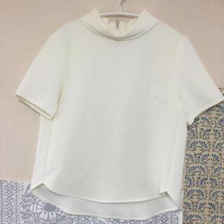 ジーユー(GU)のGU ジーユー 白 ブラウス オフィスワークにも(シャツ/ブラウス(半袖/袖なし))