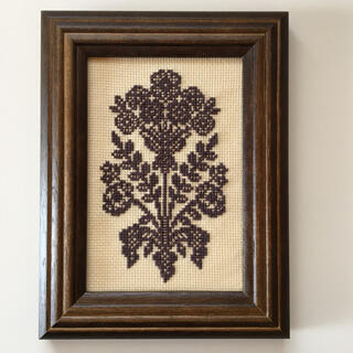 フェリシモ(FELISSIMO)のハンドメイド✴︎クロスステッチ刺繍《リーフ》ブラウン(アート/写真)