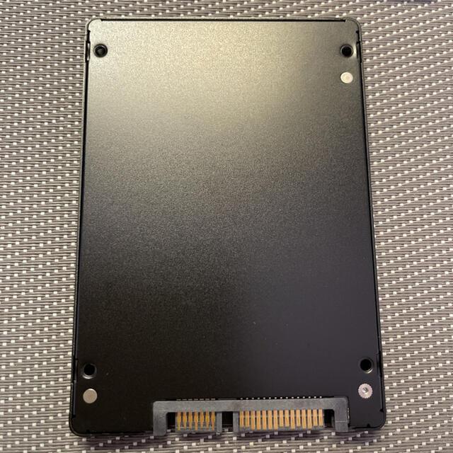 Micron SSD 2.5インチSATA 256GB使用時間4h スマホ/家電/カメラのPC/タブレット(PCパーツ)の商品写真