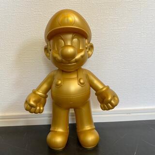 ニンテンドウ(任天堂)のマリオ 30周年 ゴールドフィギュア(ゲームキャラクター)