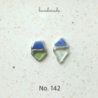 No.142 シー陶器とシーグラス 金継ぎ風ピアス/イヤリング(ピアス)
